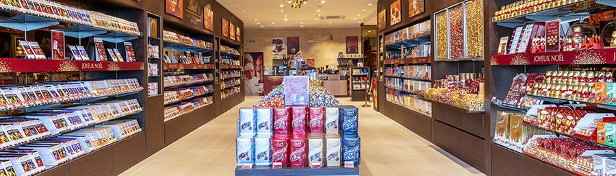 Boutique Lindt à Bord'eau Village sur les quais de la Garonne à Bordeaux