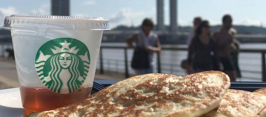 Restaurant Starbucks à Bord'eau Village sur les quais de la Garonne à Bordeaux